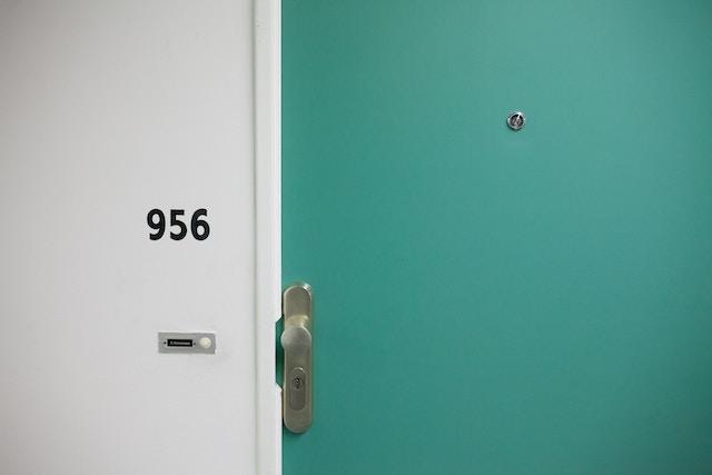 door-room-apartment-living